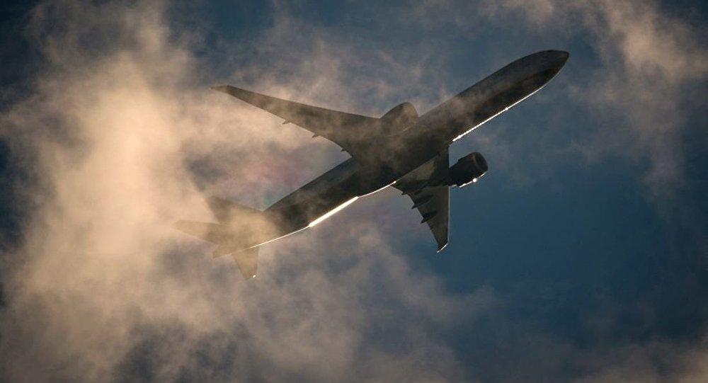 Boeing-777客机在莫斯科上空