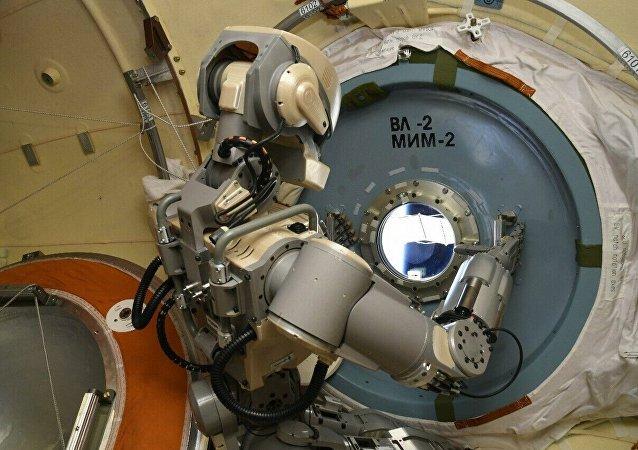 俄罗斯将测试用于制造宇航员助理机器人的设备