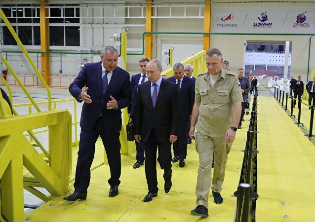 俄罗斯总统普京在东方航天发射场(资料图片)