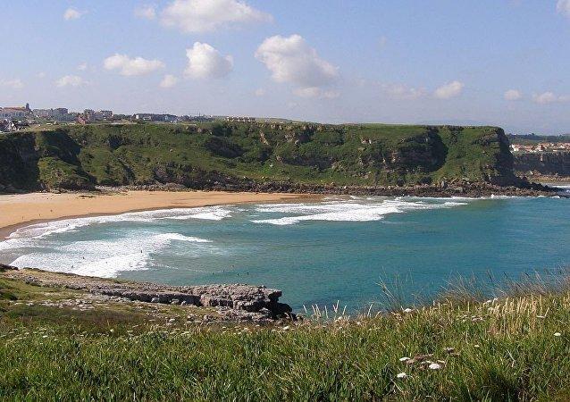 西班牙坎塔布里亚省一处海滩