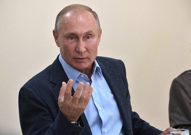 普京在达吉斯坦喝下20年前承诺的一小杯酒