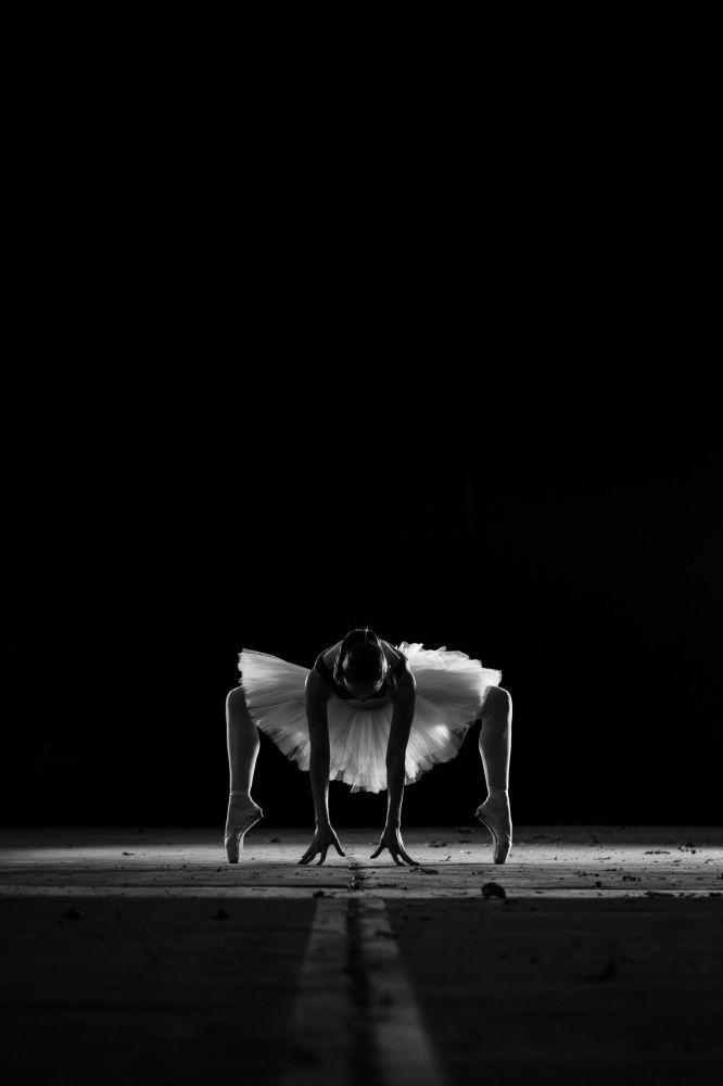 舞者。作者:Konrad Paruch(希腊)。