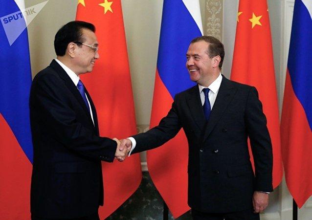 俄罗斯总理梅德韦杰夫与中国国务院总理李克强举行会晤