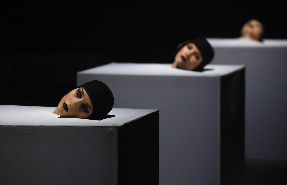 """在""""偶像""""世界马戏艺术节上莫斯科大马戏团的芭蕾舞表演"""