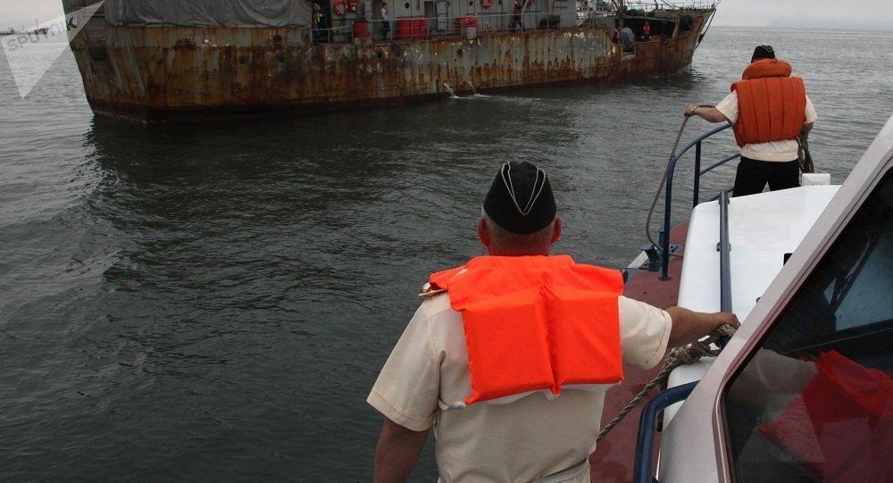 俄边防军2011年在日本海截获过外国纵帆船(资料图片)