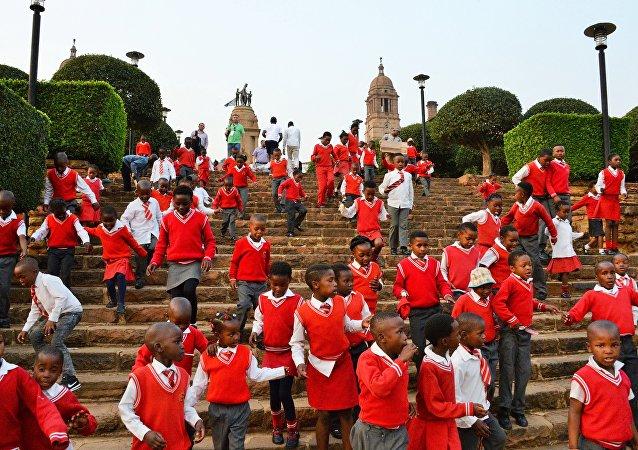 南非上百万儿童因无出生证而无法入学