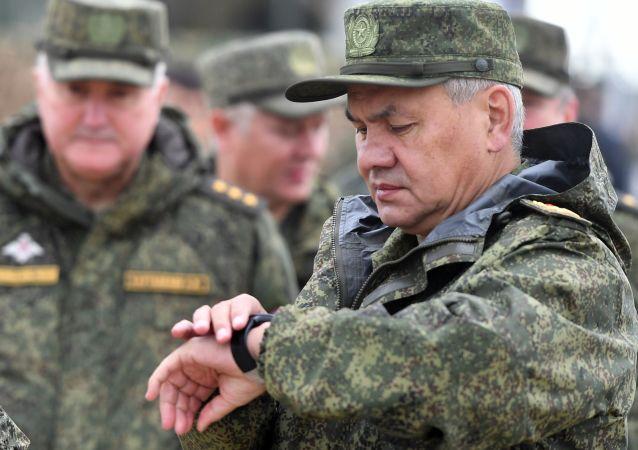 俄防长绍伊古表示,截至今年年底,俄军现代化武器装备比例将达到68%,当局为军队装备更新拨款超过1.5万亿卢布