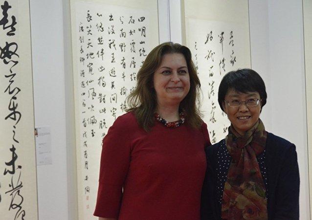 安娜∙多琴科是一名中国通、书法家和画家,她致力于创作已有十多年了