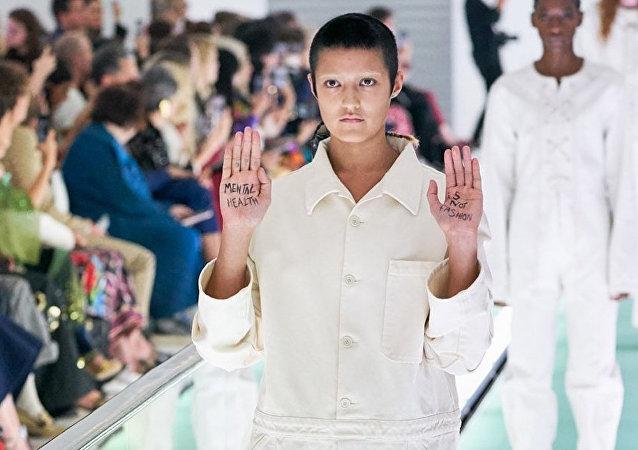 """模特对Gucci""""带有侮辱性""""的新款服饰表示抗议"""