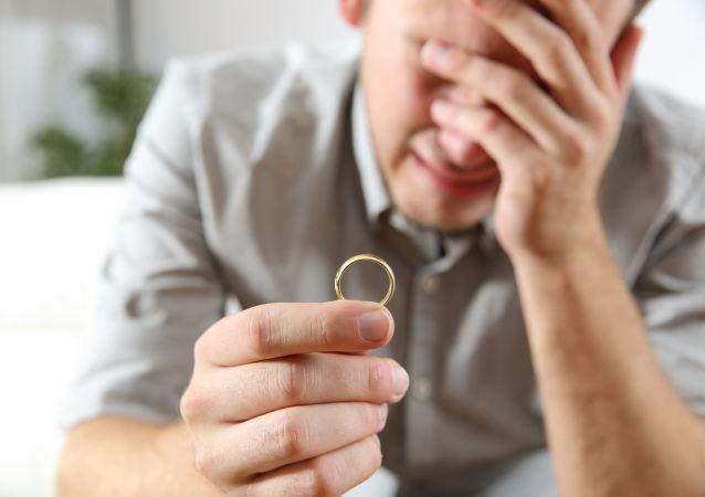准新郎婚礼前抢银行遭未婚妻指认