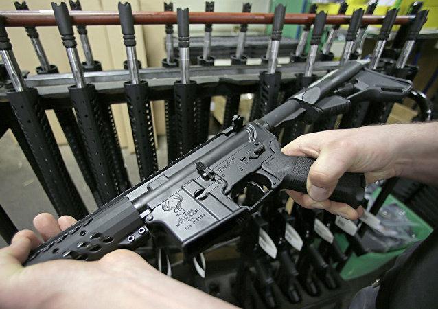 美国枪支销售量因新冠病毒疫情猛增