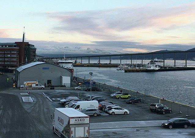 俄船东称在挪威北部搁浅渔船的船员在等待涨潮