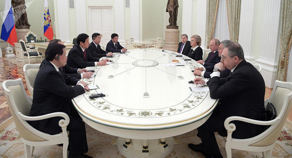 普京:俄中正在落实各合作领域的所有既定任务