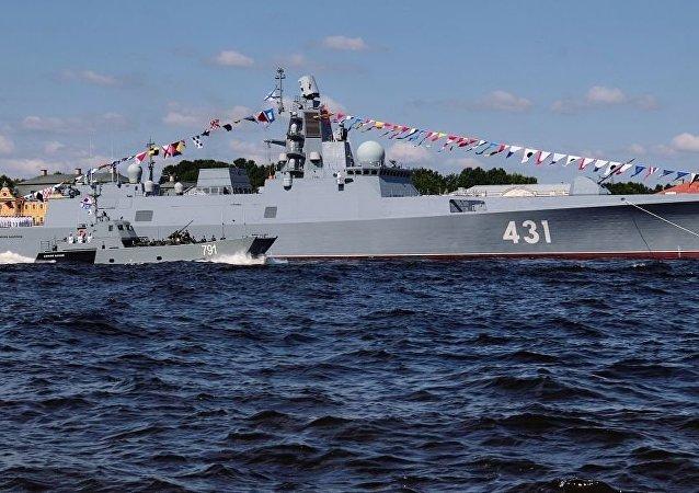 俄海军两艘大型登陆舰快速进入地中海