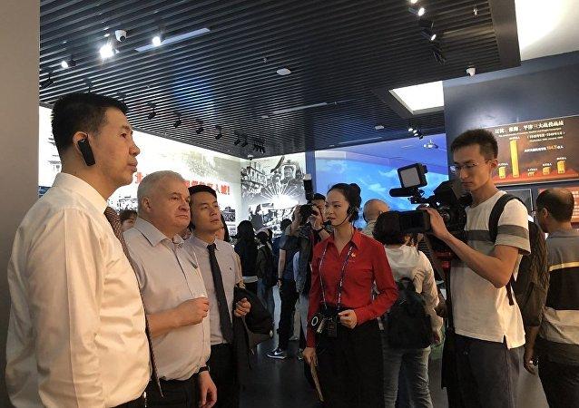 俄驻华使馆成为首个参观香山革命纪念地的外国使节