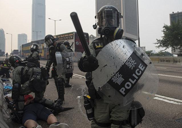 香港警方在三天的示威活动中拘留300多人