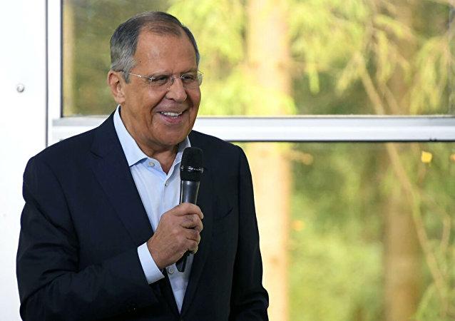 俄外长戏称俄方将解决美国2020年总统选举的问题
