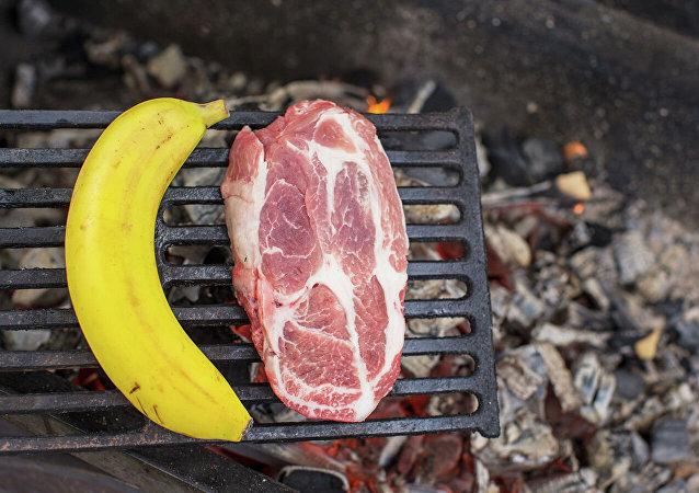 医生比较肉食者和素食者的预期寿命