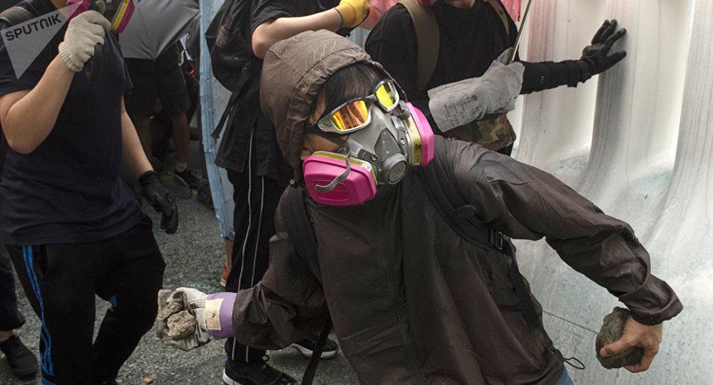 俩德国人在香港抗议活动中被拘
