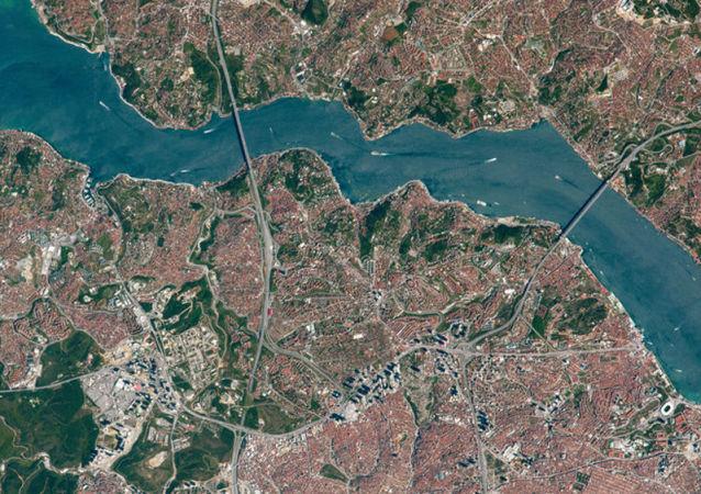 美国通知土耳其美两艘军舰将通过博斯普鲁斯海峡