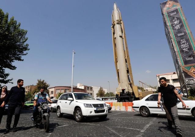 Ракета земля-воздух Шахаб-3 на уличной выставке в Тегеране