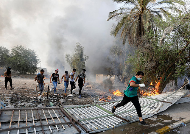伊拉克总理宣布因抗议活动首都巴格达实施宵禁