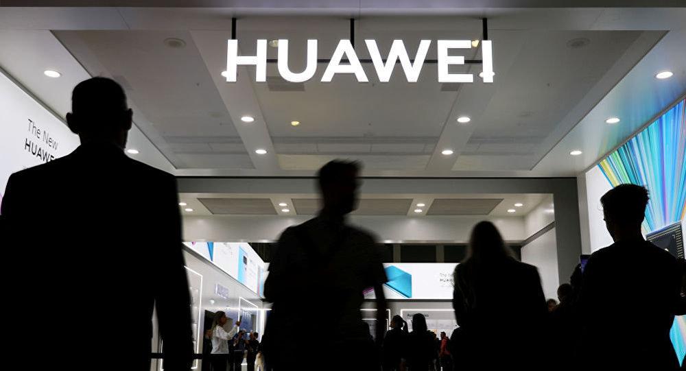 然而,中国在一系列技术上已经超过发达国家。比如,华为拥有的5G技术专利数量最多。此外,与美国不同的是,中国很早前就已经确定了5G网络建设频段。中国移动运营商已经获得5G网络商用牌照,在中国排名前100位的城市中,5G商用网络从2019年10月起将投入运营。
