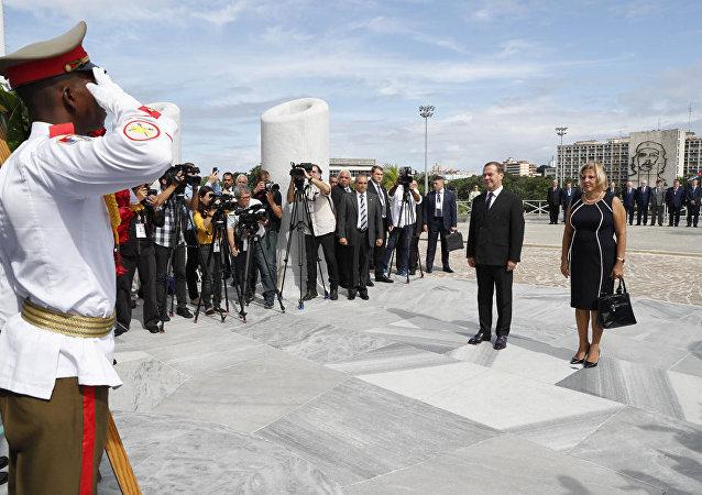 俄罗斯总理梅德韦杰夫和他的夫人在哈瓦那