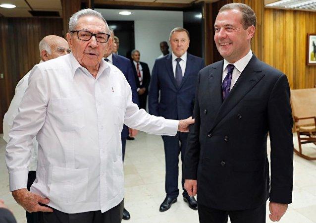 俄总理梅德维杰夫在古巴会见劳尔∙卡斯特罗