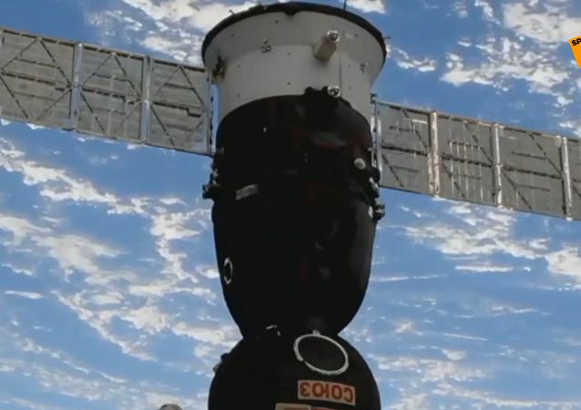 """""""联盟MS-12""""号飞船携带三名宇航员成功返回地球"""