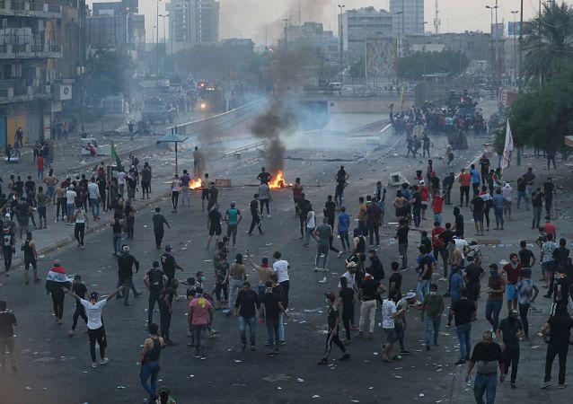 身份不明人员对巴格达示威者开火致四人死亡