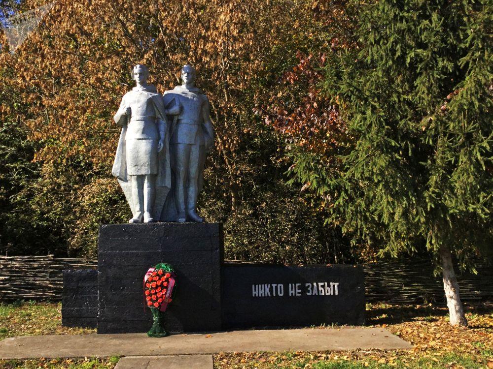 波列斯基辐射生态区中伟大的卫国战争英雄纪念碑