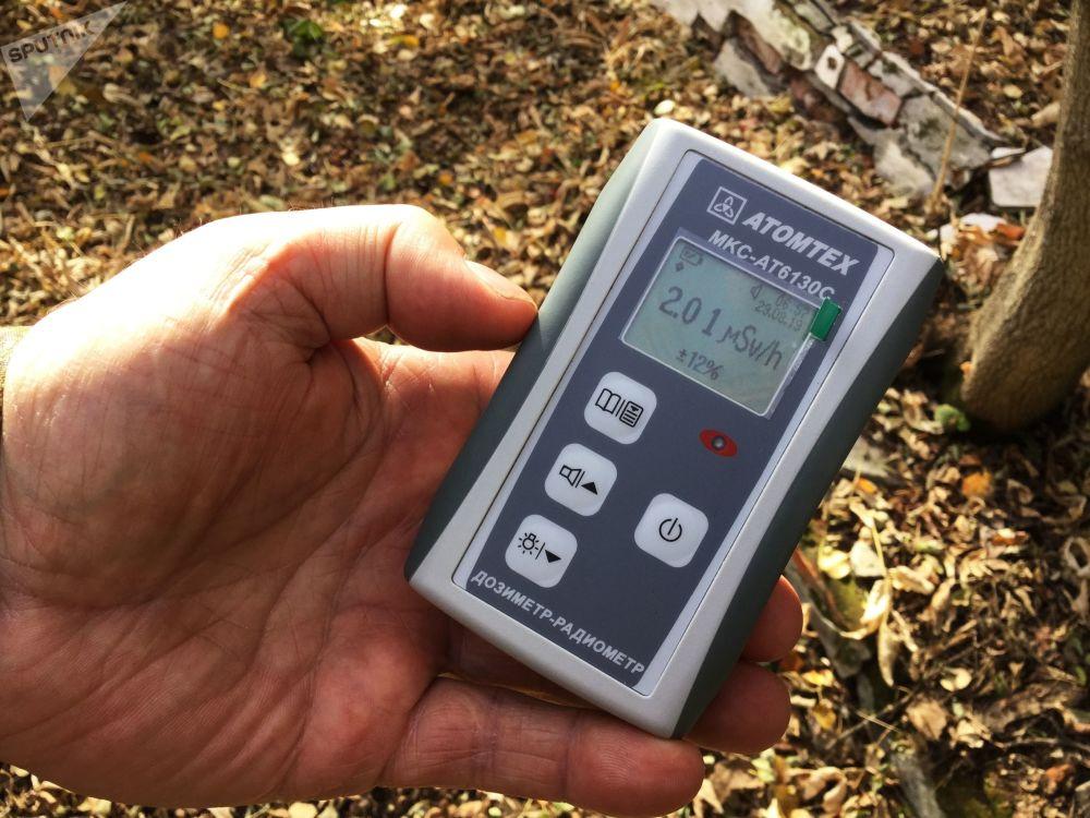 波列斯基辐射生态区内工作人员手中的剂量计