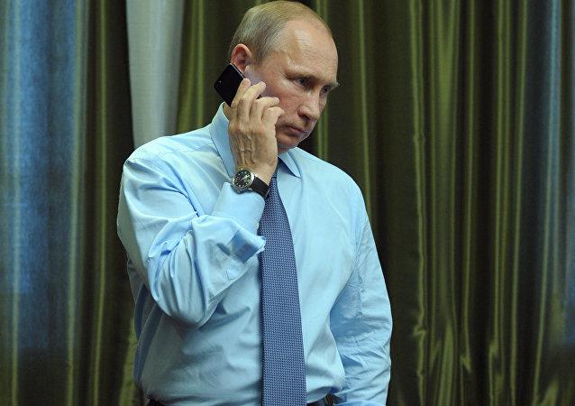 """媒体讲述普京""""神秘的厚重电话"""""""