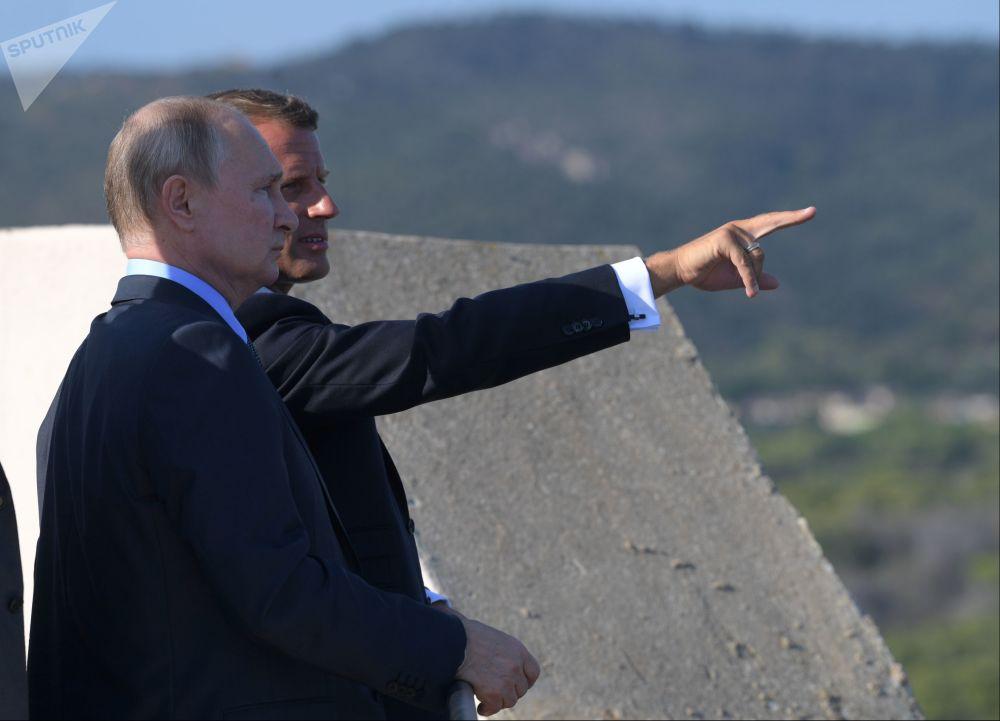 2019年8月19日,俄罗斯联邦总统普京和法国总统马克龙在法国总统博尔默勒米莫萨官邸举行会晤。