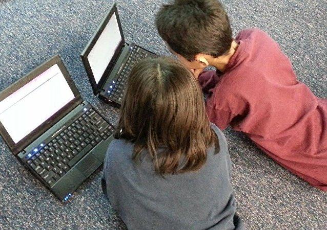莫斯科1至8及10年级学生转为远程学习 采取自愿原则