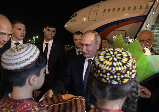 普京抵达阿什哈巴德参加独联体国家峰会