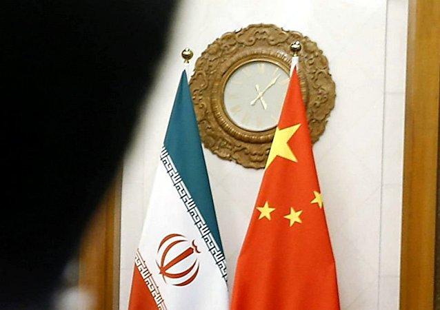 中国国旗和伊朗国旗
