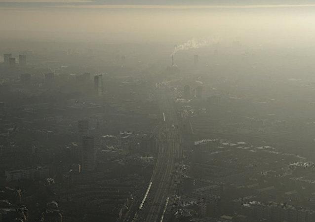 政府正努力解决空气污染问题