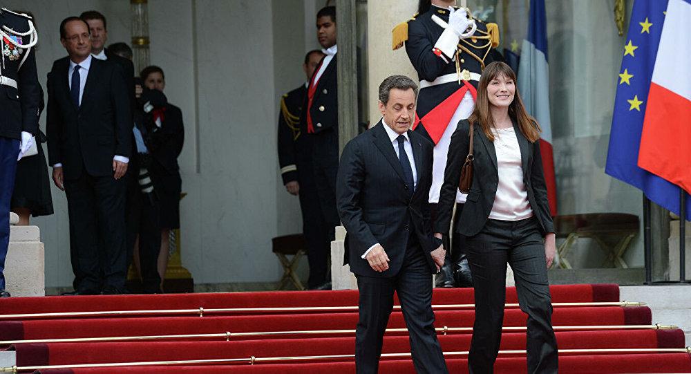 法国前总统尼古拉·萨科齐与夫人卡拉·布鲁尼-萨科齐在总统就职典礼上