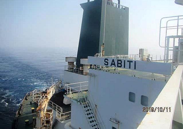 Иранский нефтяной танкер Sabiti в Красном море