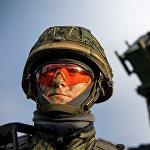 Военный во время учений НАТО в Норвегии