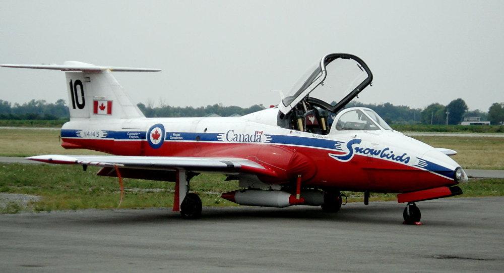 加拿大皇家空军雪鸟特技飞行队一架CT-144 Tutor飞机