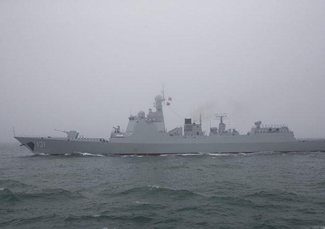 """日本发现中国辽宁舰编队驶过冲绳岛后派驱逐舰""""跟拍"""""""