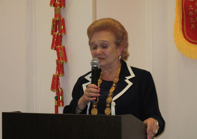 加林娜∙库利科娃在俄罗斯科学院远东研究所见面会上讲话。