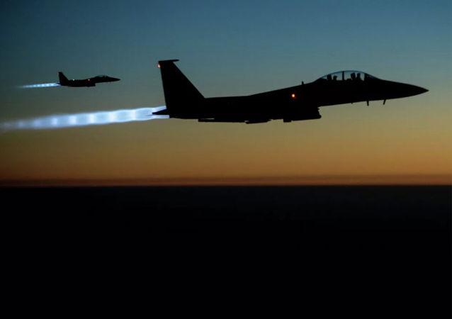 美国空军轰炸机飞越黑海地区
