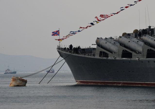 旗舰近卫导弹巡洋舰'瓦良格'号