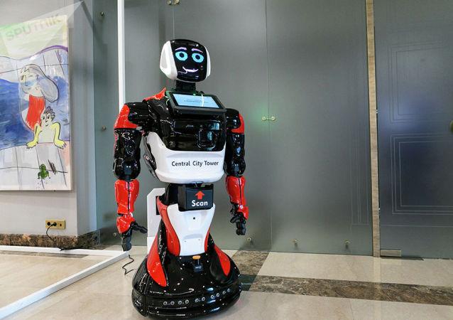 俄罗斯Promobot公司研制生产的机器人在阿布扎比警局上岗值班