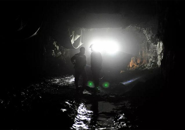 库兹巴斯矿场发生岩石坍塌事故造成两名矿工死亡