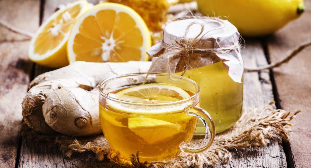 茶和柠檬或果酱